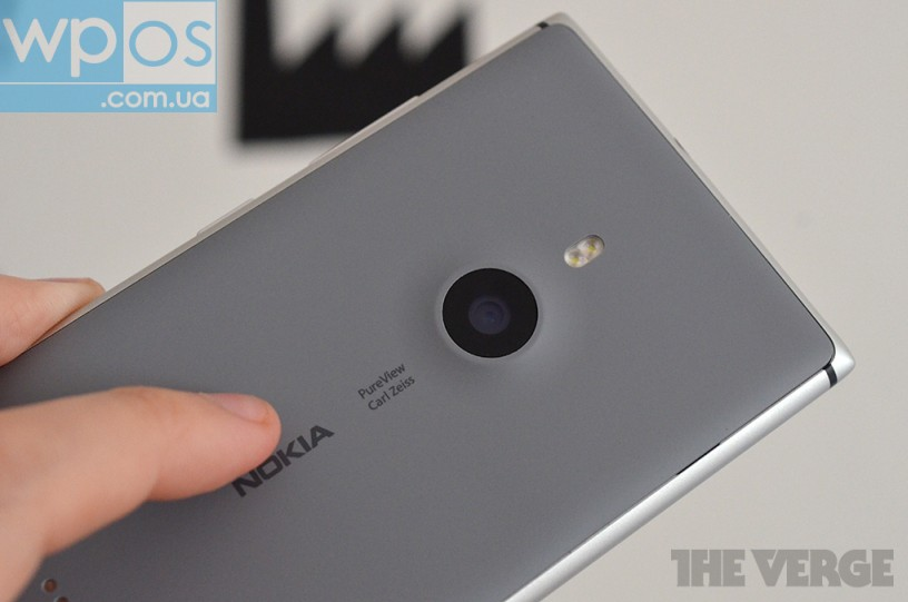Nokia Lumia 925 материал