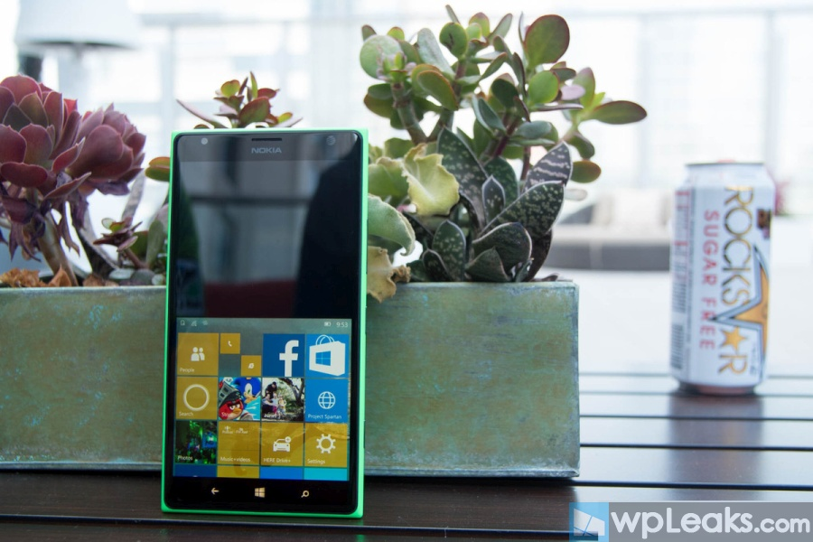lumia-1520-win10-one-hand