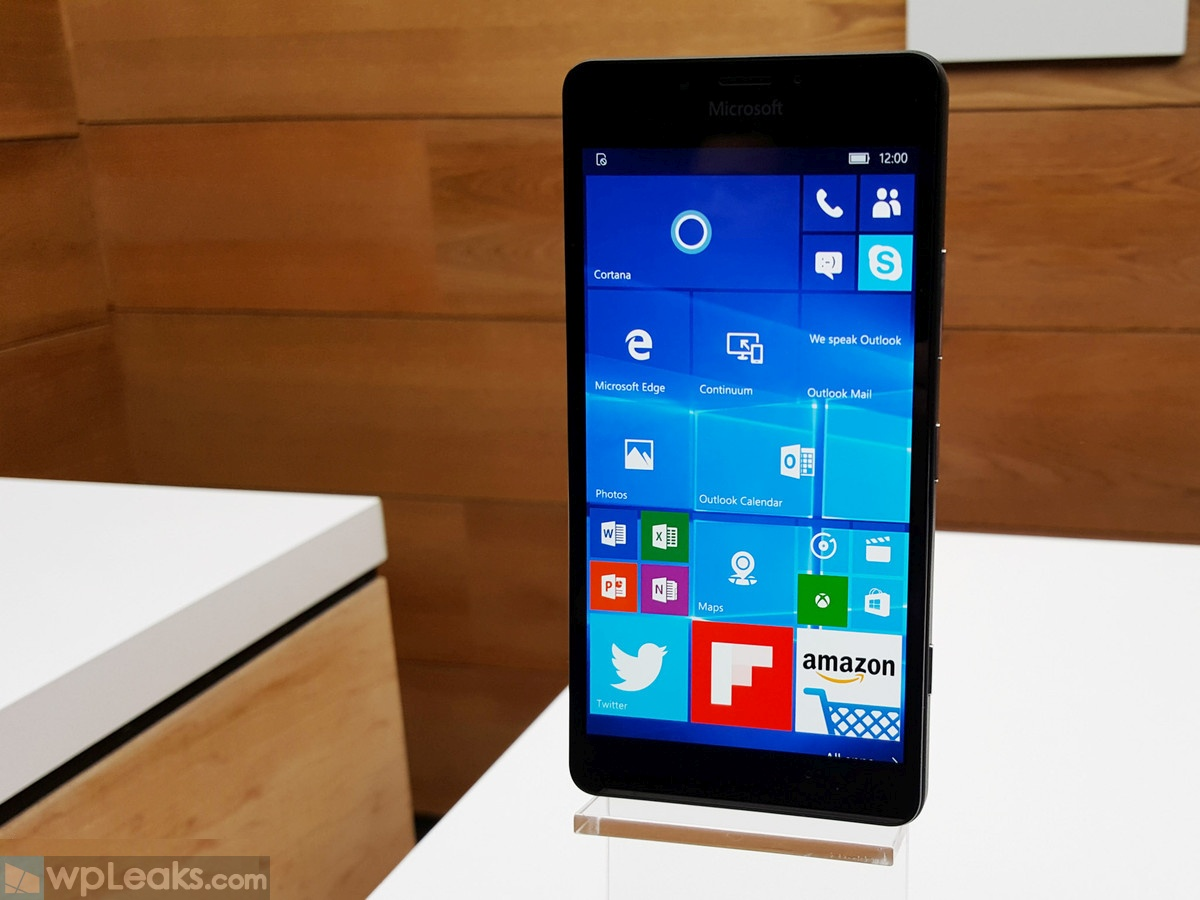 Lumia-950-display