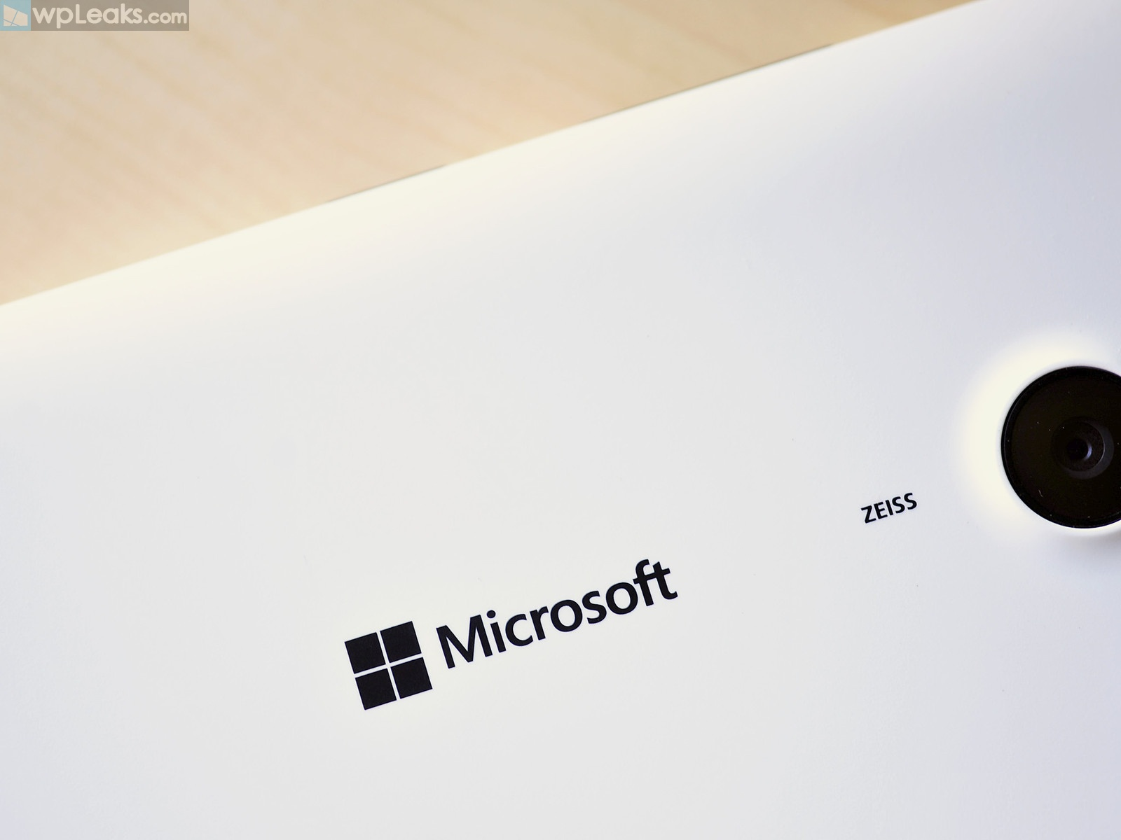 Microsoft-logo-phone-back