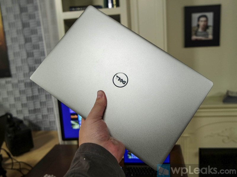 dell-xps-13-handson-inhand