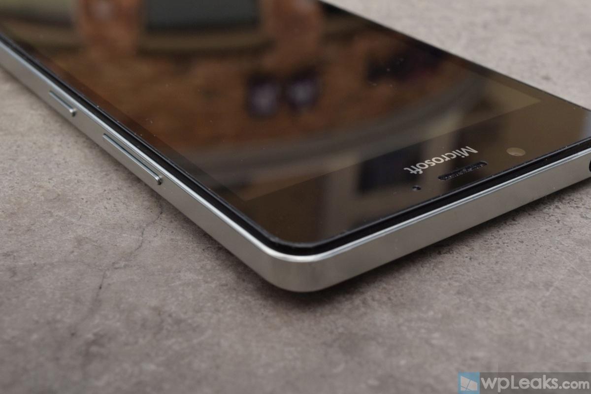 Mozo-Lumia-950-White-06
