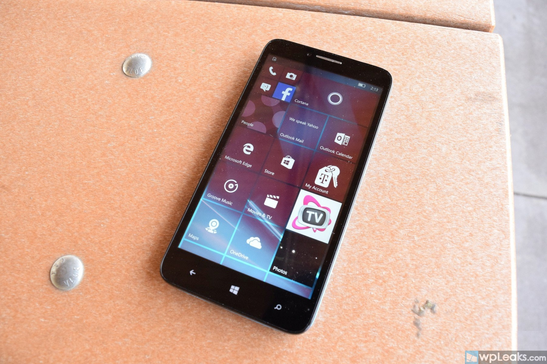 Alcatel-ONETOUCH-Fierce-XL-with-Windows-10-Review-03