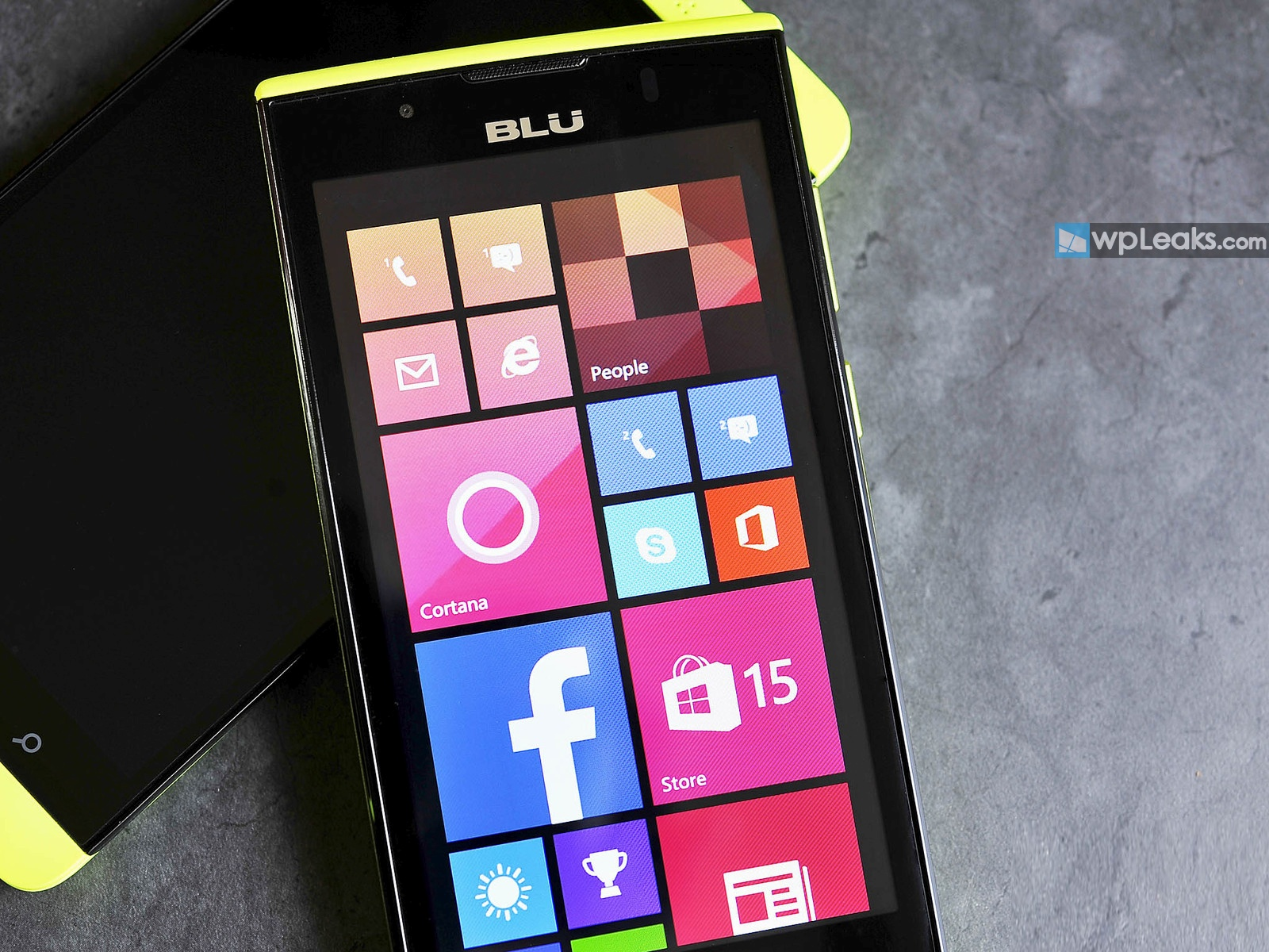 BLU-Win-JR-LTE-Front-Display-Yellow
