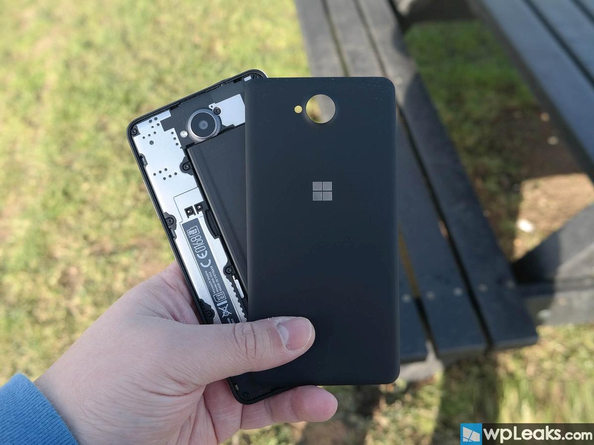 lumia-650-hands-7