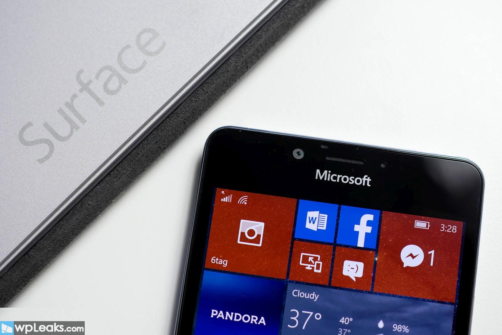 surface-phone-microsoft-logo